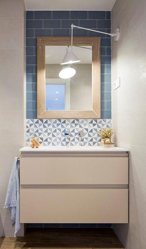 Ba o de vivienda reformada por natalia zubizarreta for Banos con azulejos blancos
