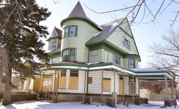 Sioux City Council To Hear Update On Dilapidated Rose Hill Mansion Rose Hill Mansion Mansions Abandoned Houses
