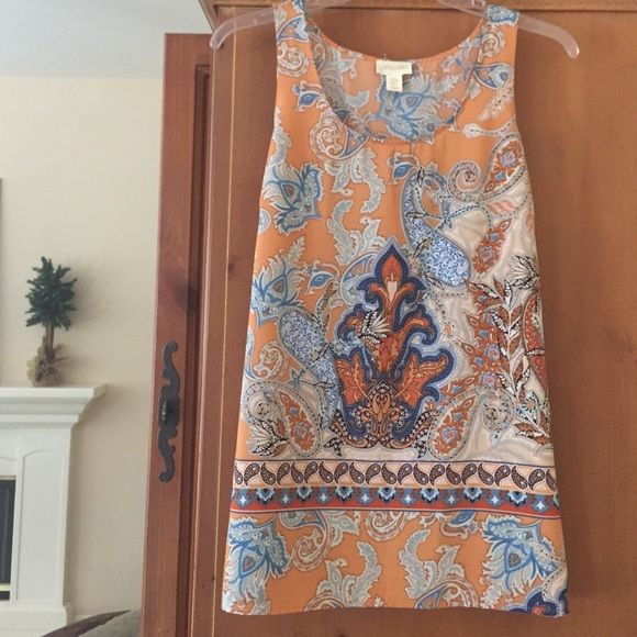 """""""So Pretty"""" Top Such a pretty print!  Looks great with jeans. Slits on sides with scoop neck in front. Lucy & Laurel Tops"""