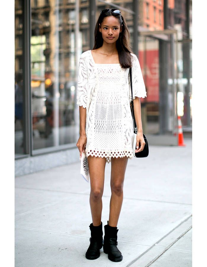 avec des bottines motardes pinterest mini robe blanche mini robes et robe blanche. Black Bedroom Furniture Sets. Home Design Ideas