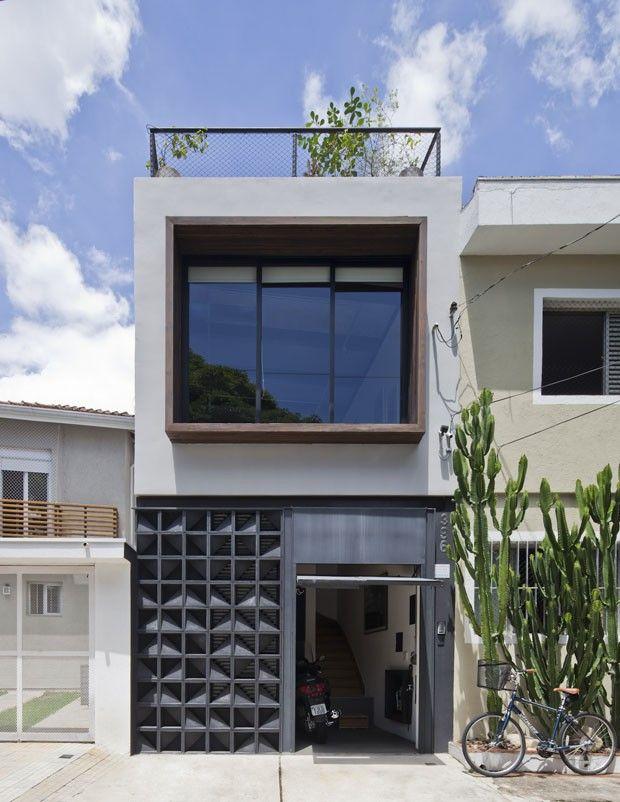 Casa pequena de jovem solteira ganha fluidez e luz natural for Antejardines de casas pequenas