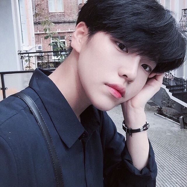 Pin by NONDISCLOTH on 이윤지 in 2019 | Cute korean boys ...