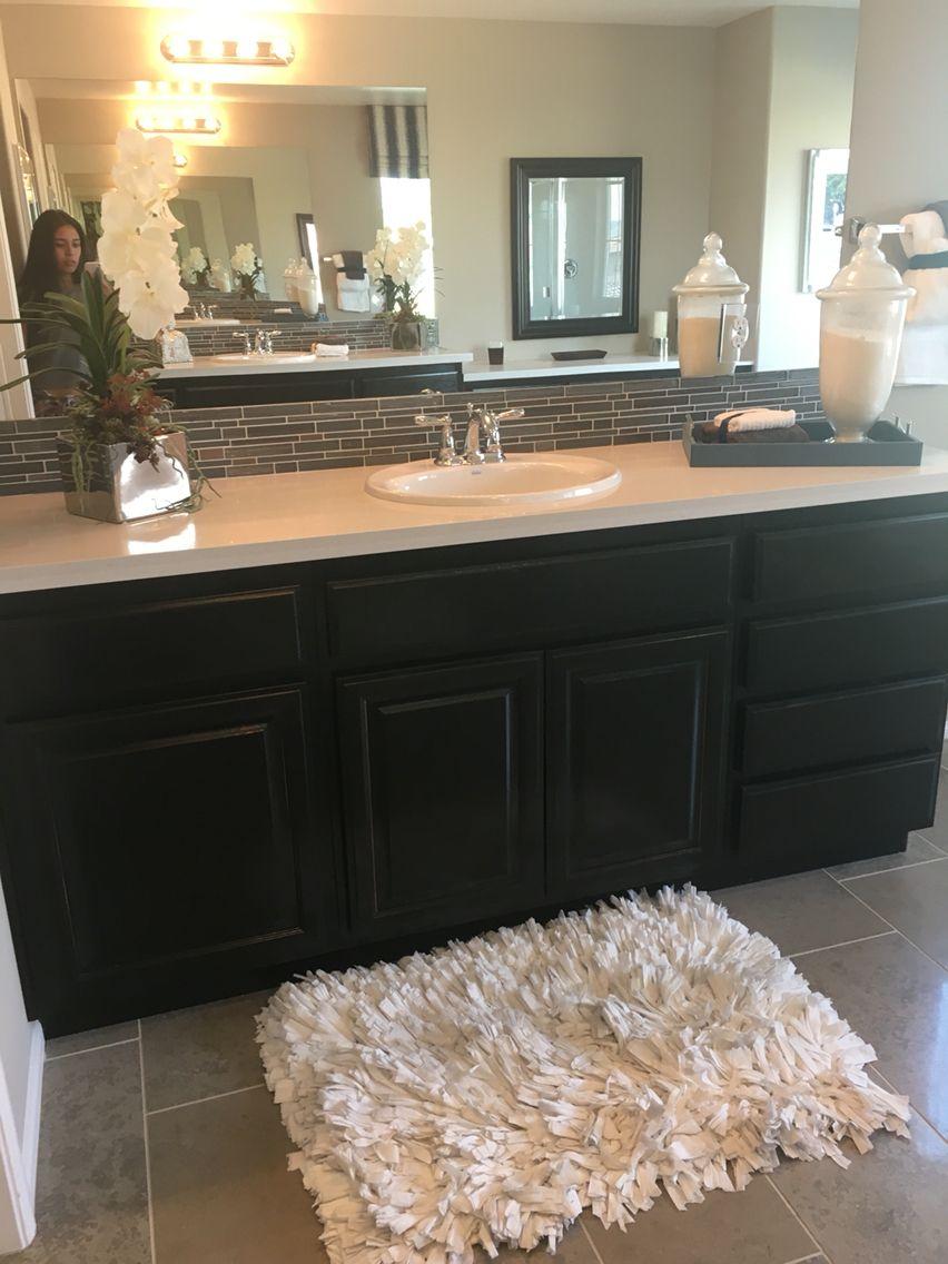 Black w grey backsplash and thin trim and light