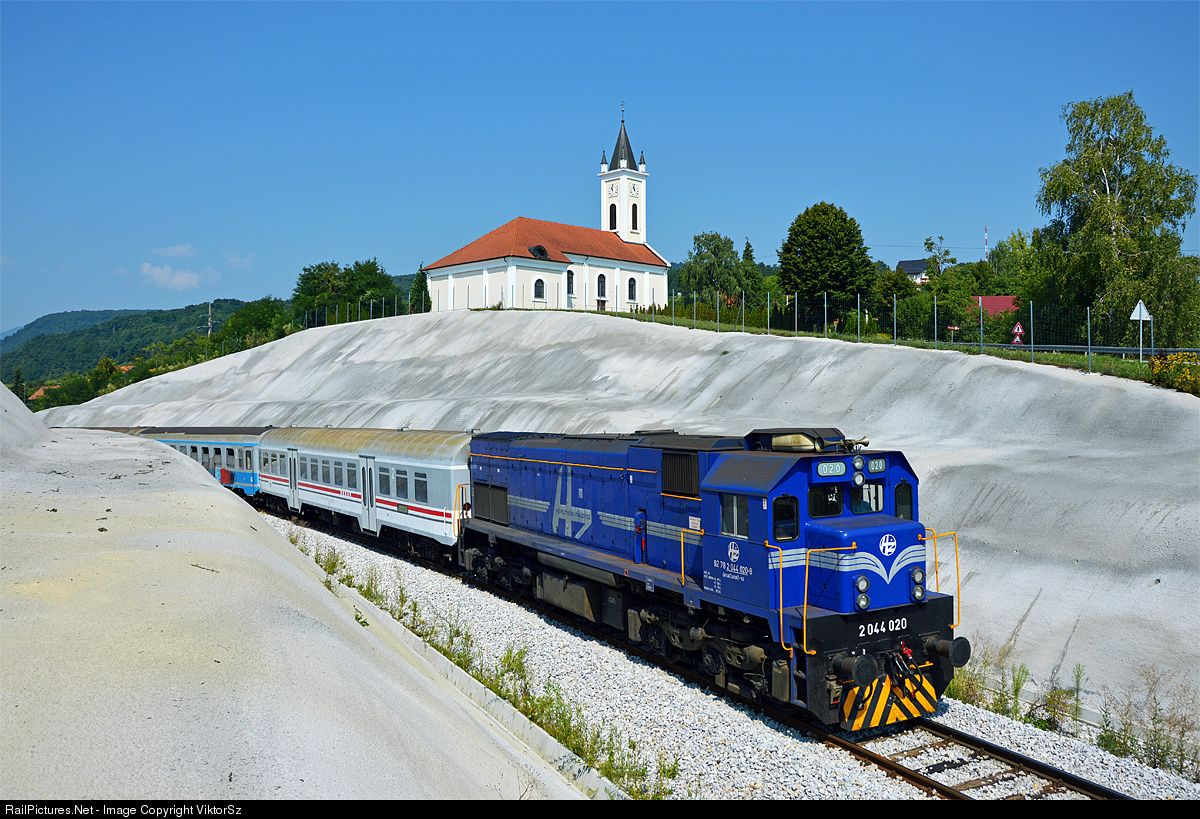 020 H Hrvatske Eljeznice 2044 At Podrute Croatia By Viktorsz Kely Croatia Train Rail Transport