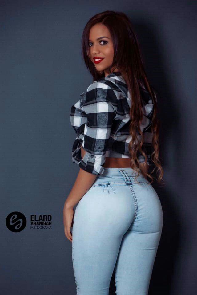 Hot Milf Curvy In Sexy In Jeans