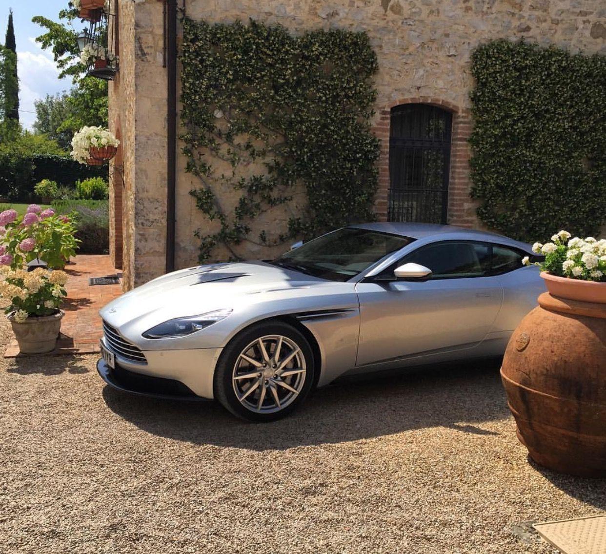 Aston Martin DB11 …