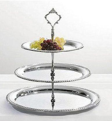 Tiered Cake Plate Roses And Teacups Maggiemae794 Check Out This Whole Website I Want Tiered Trays Spoons And Tea Cozies From T Kakfat Ljusstakar Klassisk