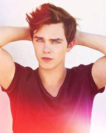 Nicholas Hoult R from warm bodies his character made me smile