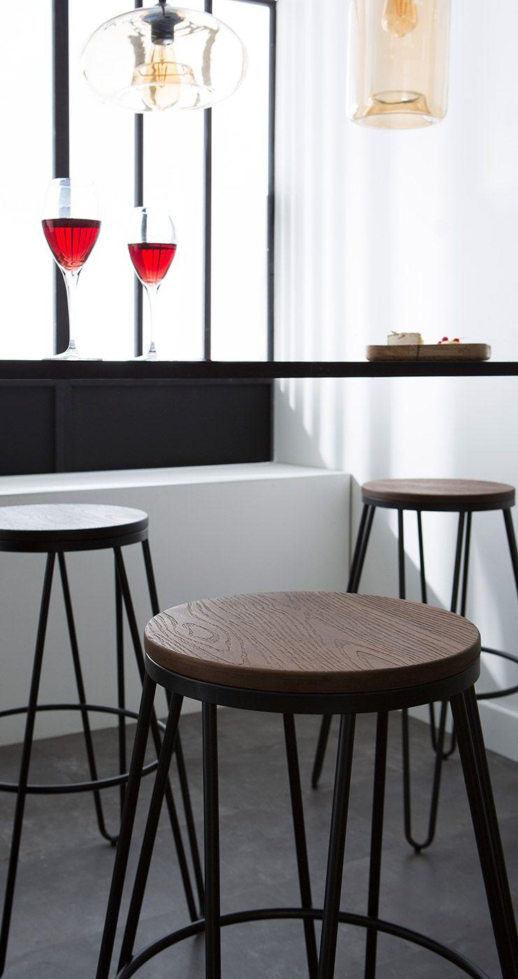 Tabourets De Bar Empilables En Metal Noir Et En Bois H75 Cm Lot De 2 Igla Mobilier De Salon Decoration Maison Tabouret De Bar