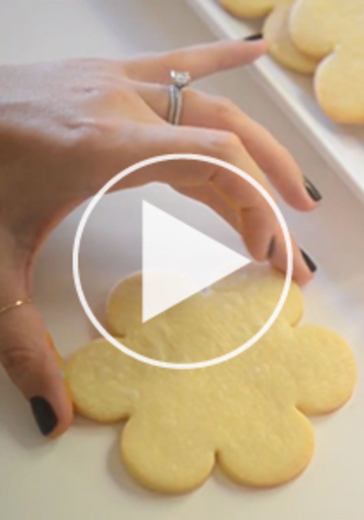 Read Video: How to Make Sugar Cookie Icing