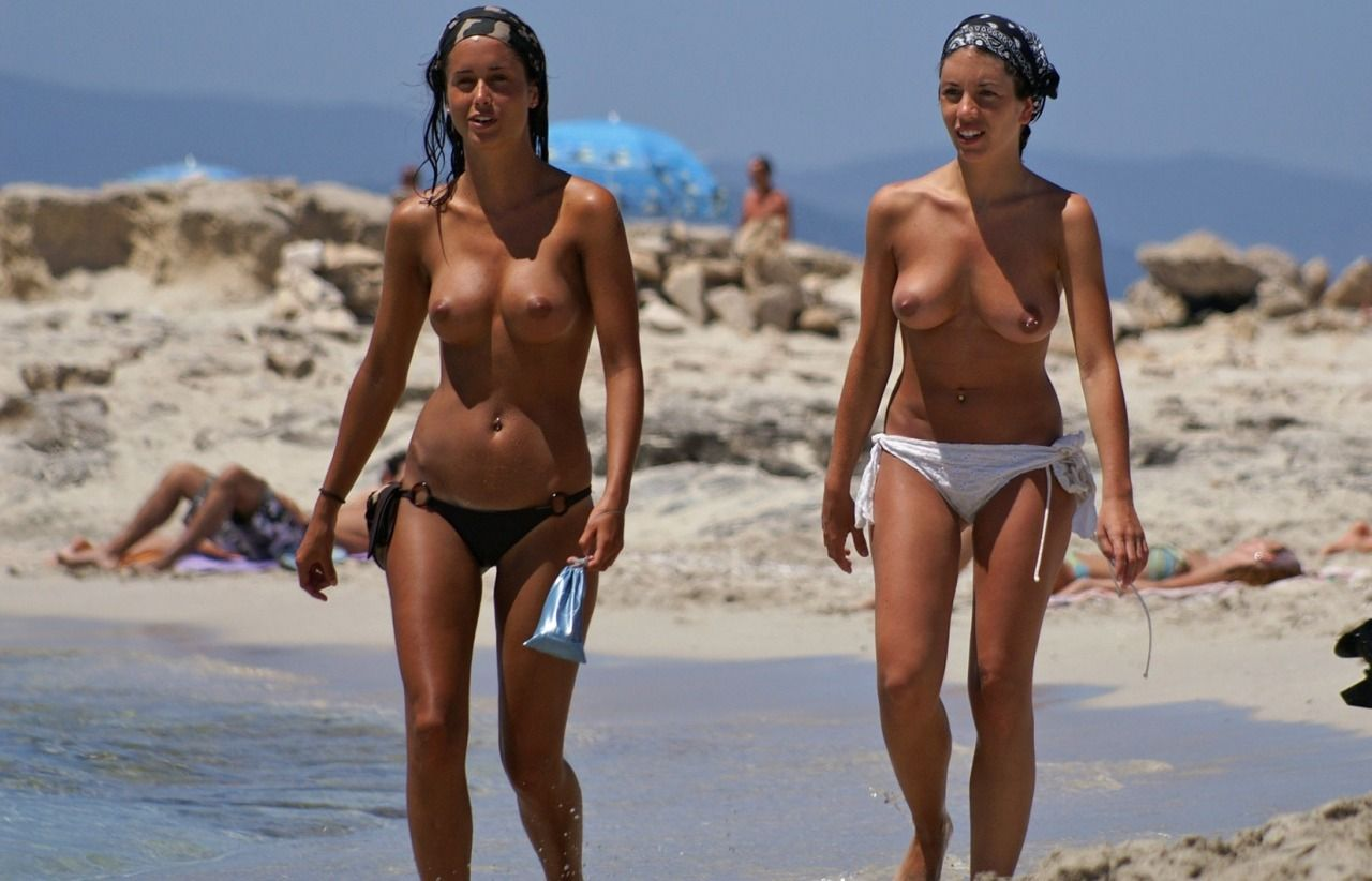 Topless beach oops-3168