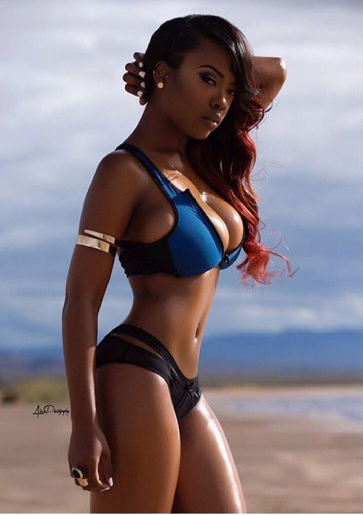 Ebony booty black girls in bikinis