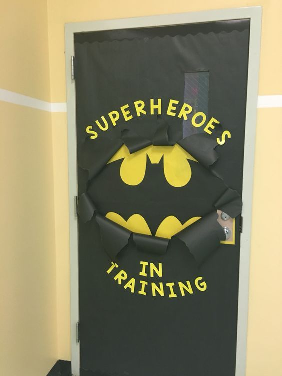 Easy Halloween Door Decorations on a Budget for the Classroom #halloweendoordecorations