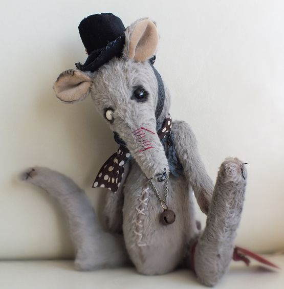 Jaggers the Victorian sewer rat in top hat. Jaggers wears ...
