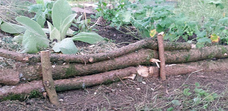 beeteinfassung mit Ästen - einfach selber machen | garten | pinterest, Garten und Bauen