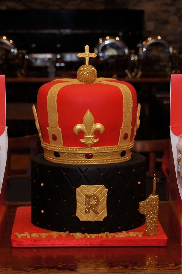 Red Black Gold Royal Crown Cake 3d Cakes In 2019 Pinterest