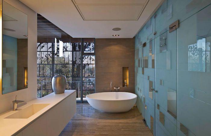 bad einrichten, ovale freistehende badewanne, moderne
