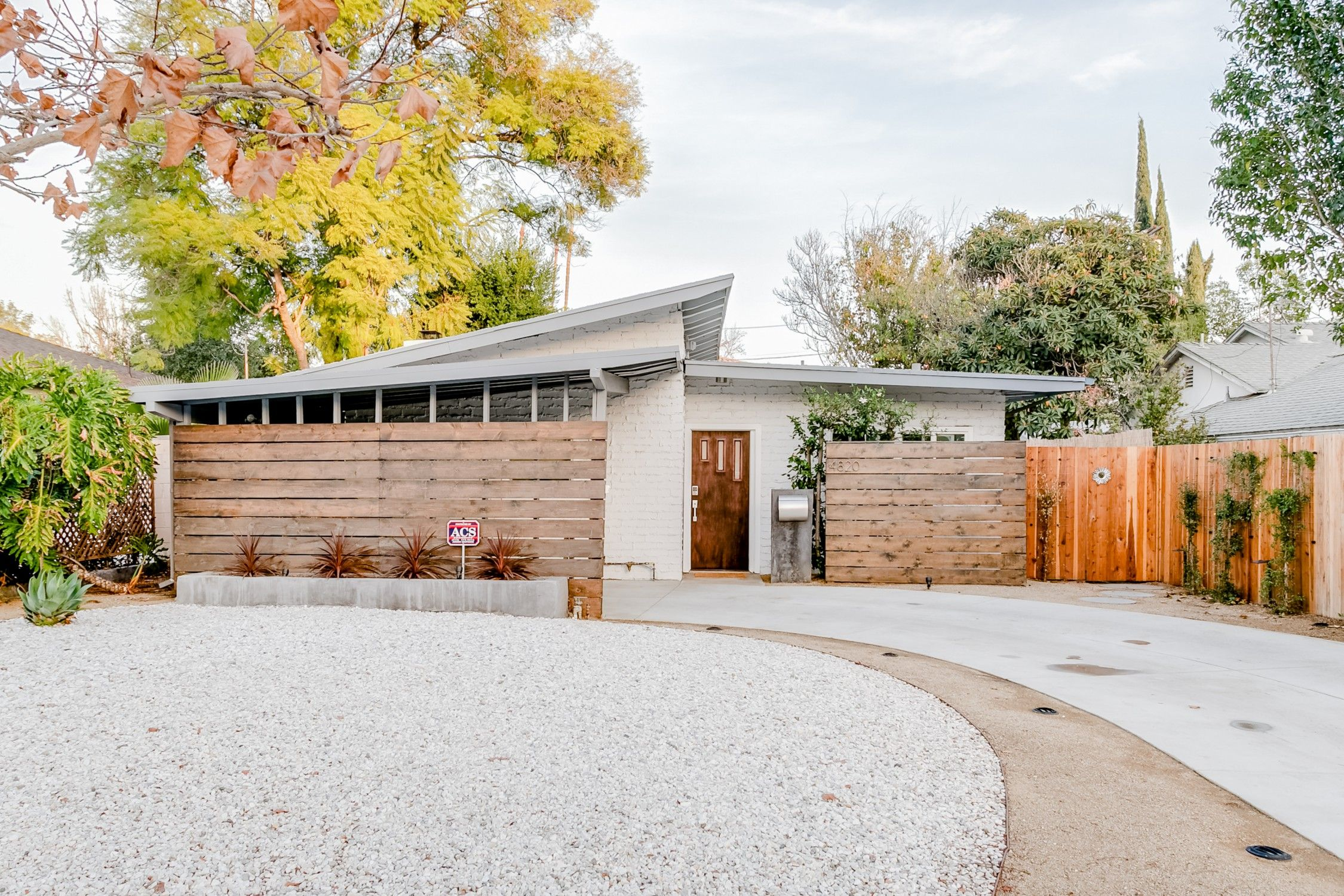 Entire Home Apt In Los Angeles United States Relax Around The Romantic Fire Pit In The Private Yard Of This Bright Pool House In Sherma California Homes Pool Houses Renting A House