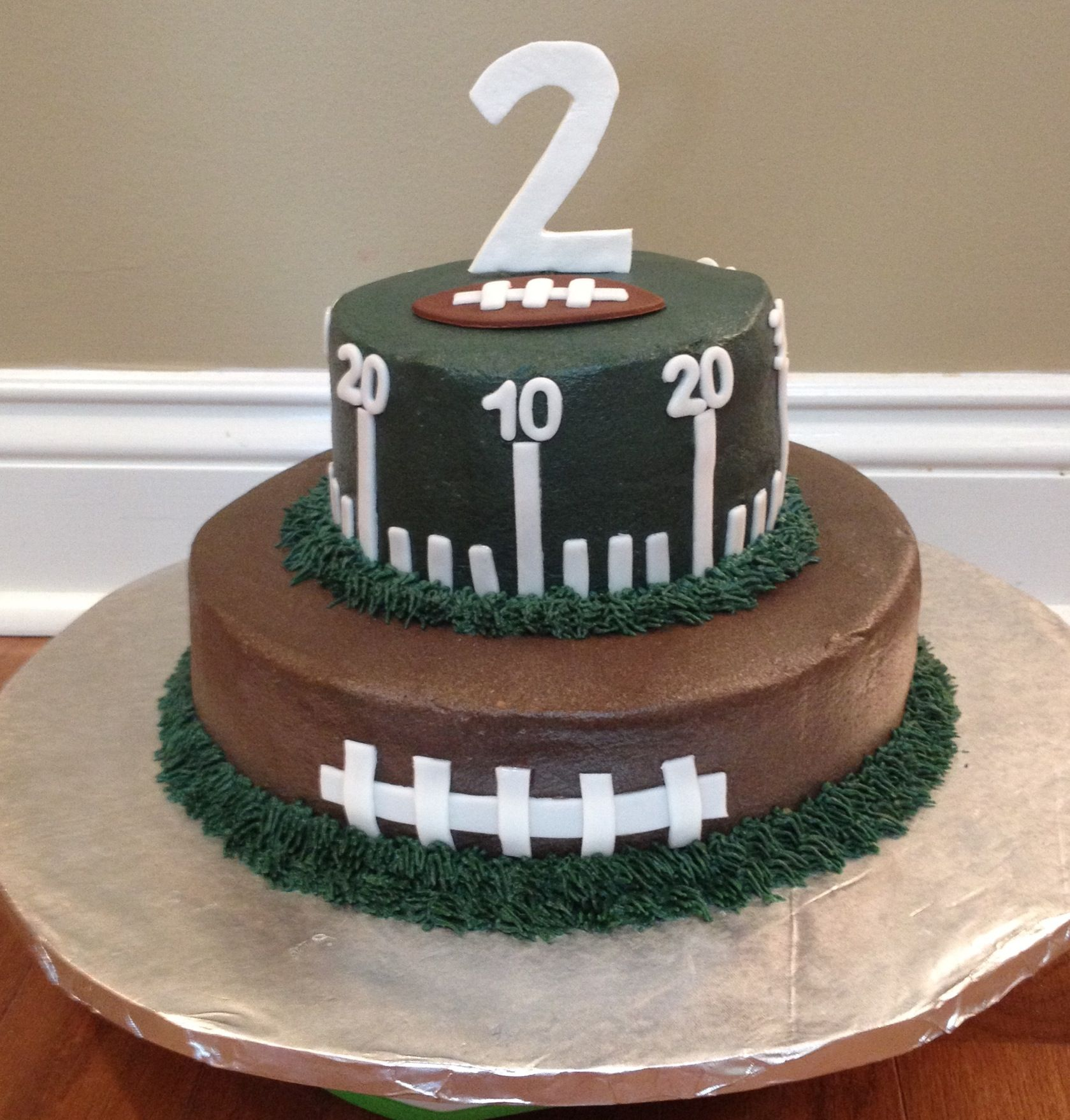 Football Birthday Cake - I HAVE TO MAKE THIS!