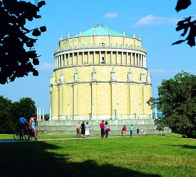 Freedom Hall Kehlheim Lower Franconia Bavatria Gr Beautiful Places Franconia Leaning Tower Of Pisa