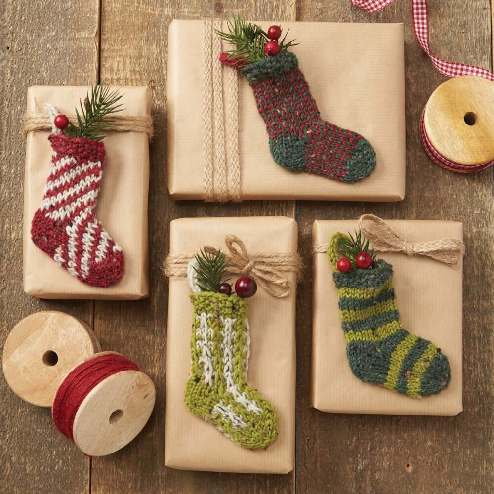 Holiday socks free knitting pattern download for christmas holiday socks free knitting pattern download for christmas bankloansurffo Gallery