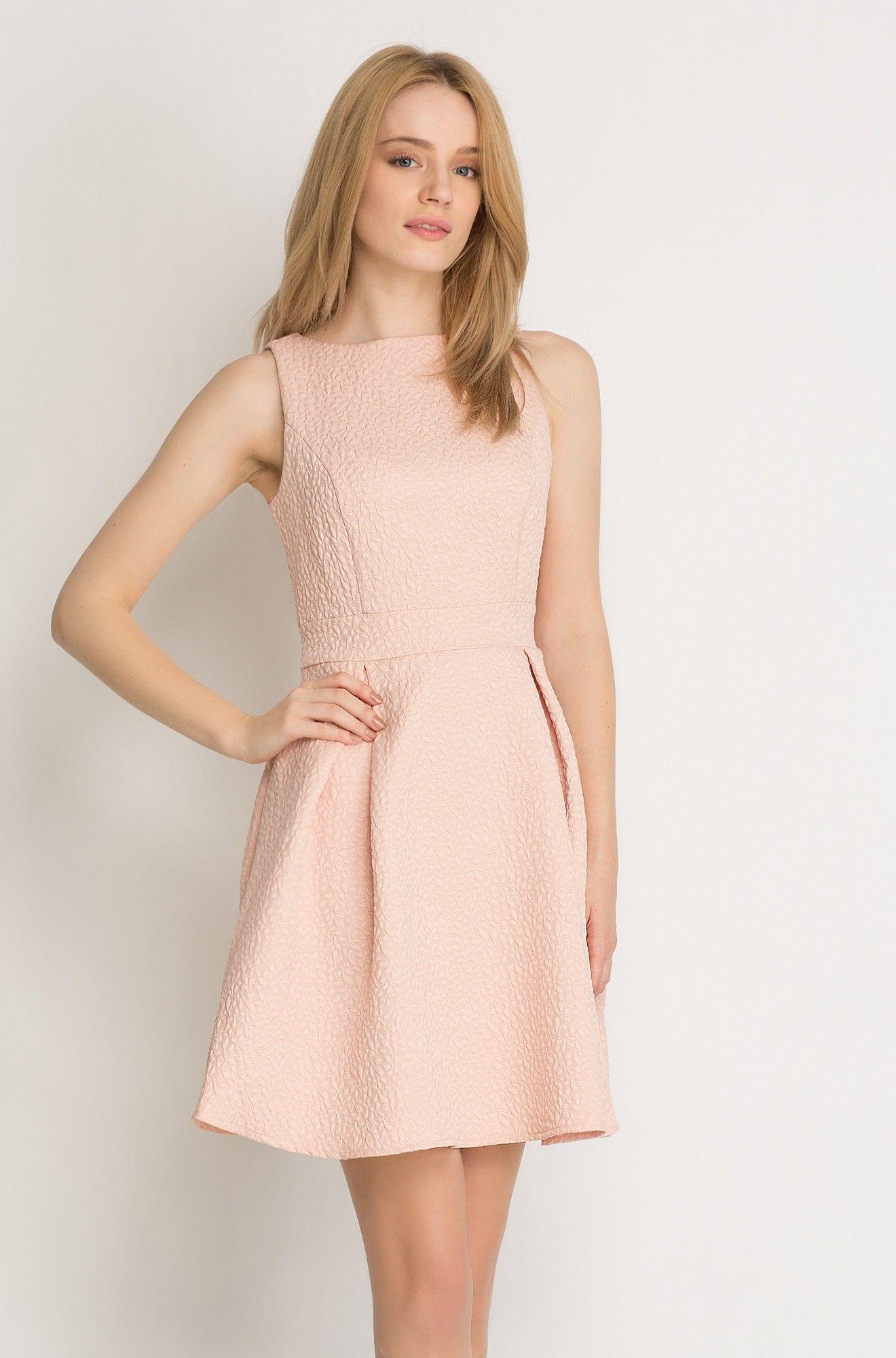 Šaty se zvonovou sukní  be9140a435