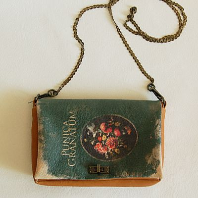 Oh dear I'm in love with these one of a kind book bags...by Yoda Hidemi
