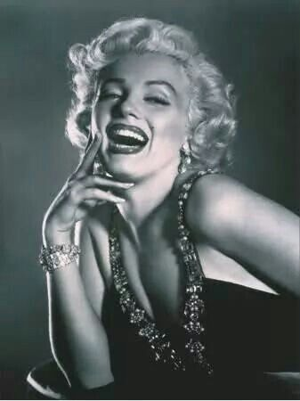 """""""Keep smiling because life is a beautiful thing and there's so much to smile about."""" - Marilyn Monroe"""