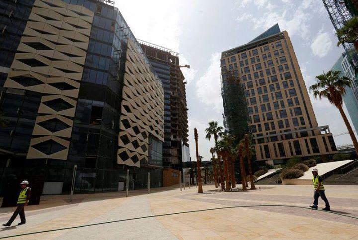 شركة جبل عمر السعودية تبيع 3 فنادق ومول بـ6 مليارات ريال وتعيد استئجارها Reuters شركة جبل عمر السعودية تب Building Skyscraper Landmarks