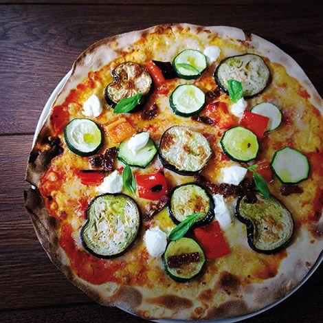 Pizza De Verduras Y Queso De Cabra Recienhecha Verduras