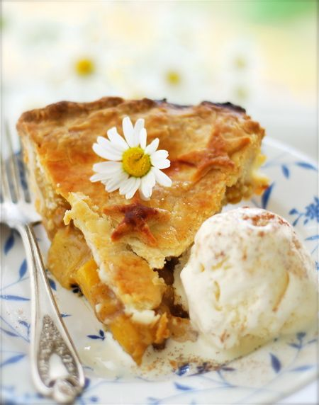 Spiced peach pie wonderful with a dollop of rum whipped cream or spiced peach pie wonderful with a dollop of rum whipped cream or vanilla bean ice forumfinder Choice Image