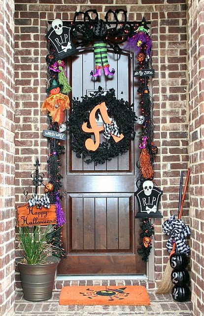 Adorable front door Halloween decor HOLIDAY Halloween Decor - decorating front door for halloween