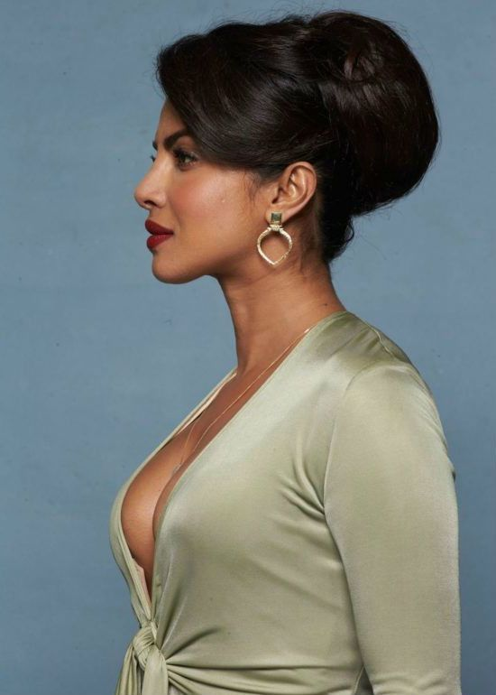 Priyanka Sexiest Cleavage Photoshoot Photos,Seducing -2930