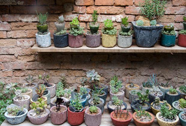 Te mostramos un patio en Saavedra, creado con muchos detalles reciclados que le dan color, originalidad e identidad a un espacio pequeño pero con mucha vida.