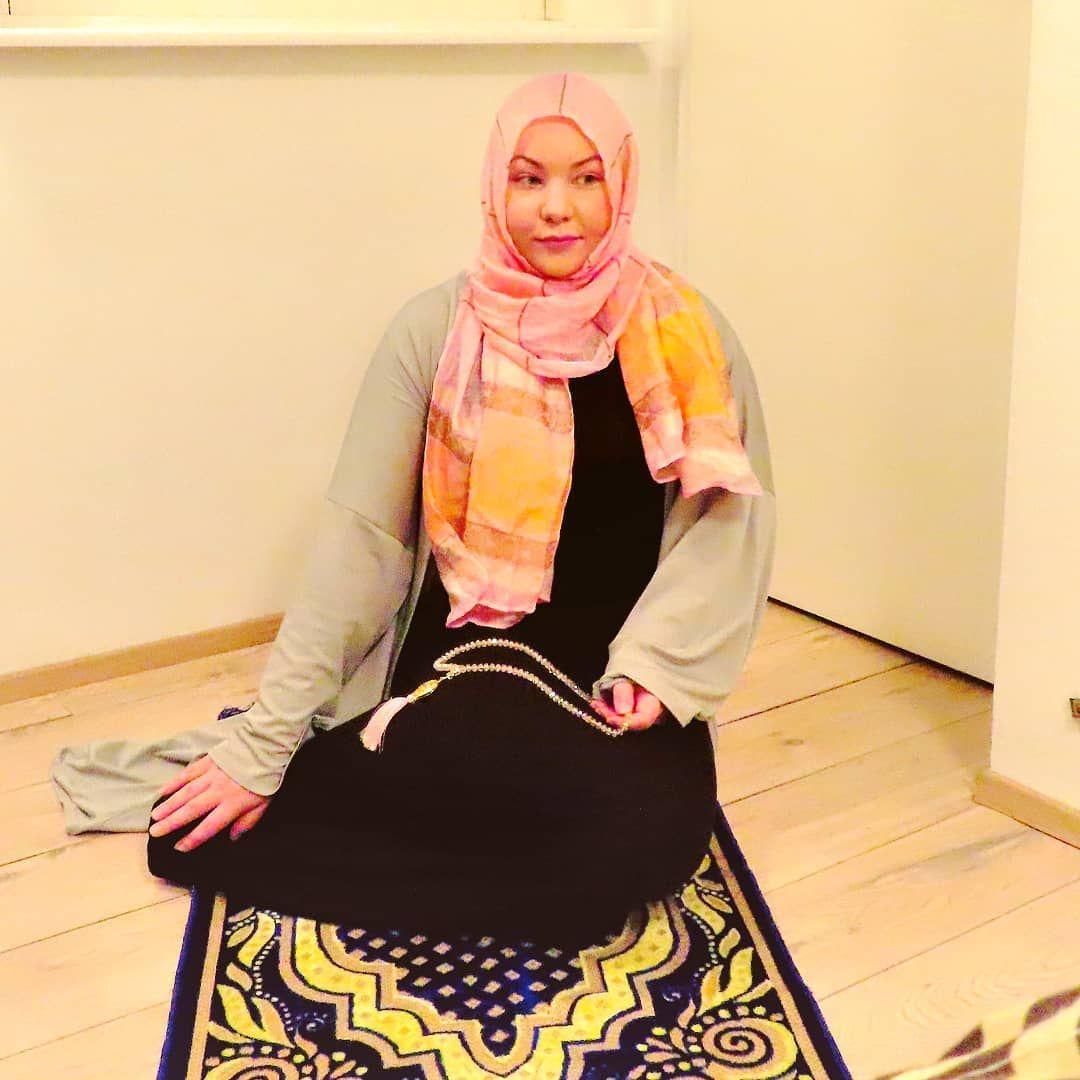 Anna B | Icelandic Muslimah Revert Story | Offering Prayer | Prayer Mate