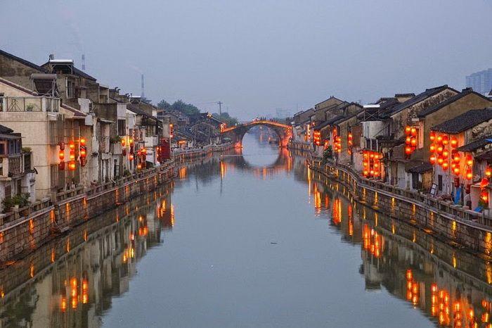Китай - Великий канал 1800 км строился в течение 5 в до н.э. - до 13 в. н.э.