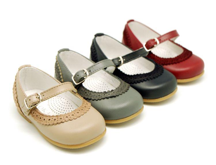 da2b9822b8b Tienda online de calzado infantil Okaaspain. Calidad al mejor precio  fabricado en España. Mercedita de piel y serraje con hebilla y ondas.