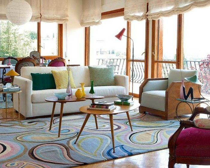 effektvolle wandgestaltung im eleganten wohnzimmer große fenster - wohnzimmer retro style