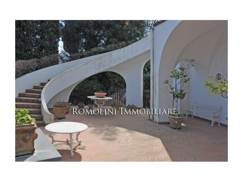 Shangrila Patio Outdoor Decor Staircase