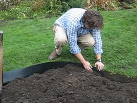 How To Install Plastic Lawn Edging This Is The Proper And Most Effective Way To Install Pla Plastic Lawn Edging Plastic Garden Edging Plastic Landscape Edging