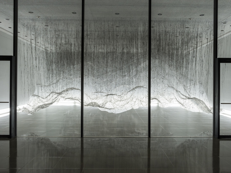 Reverse Of Volume By Yasuaki Onishi Plastic Sheeting And Hot Black Glue Create This Undulating Sculpture Ethereal Art Installation Art Traditional Sculptures