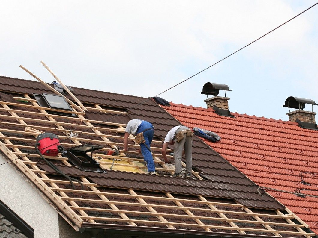 We Have Experience Restoring Terracotta Tiled Roofs Concrete Tiled Roofs And Colorbond Roofs Throughout Sydney F Roof Repair Roofing Services Roof Restoration