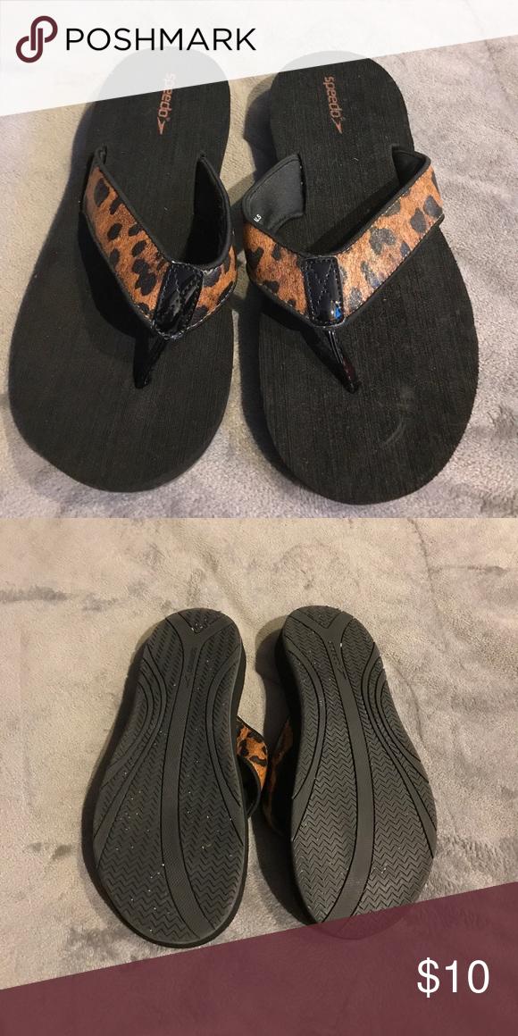 2dc4fad48eb4c7 Speedo Leopard Flip Flops Size 8 Speedo Shoes