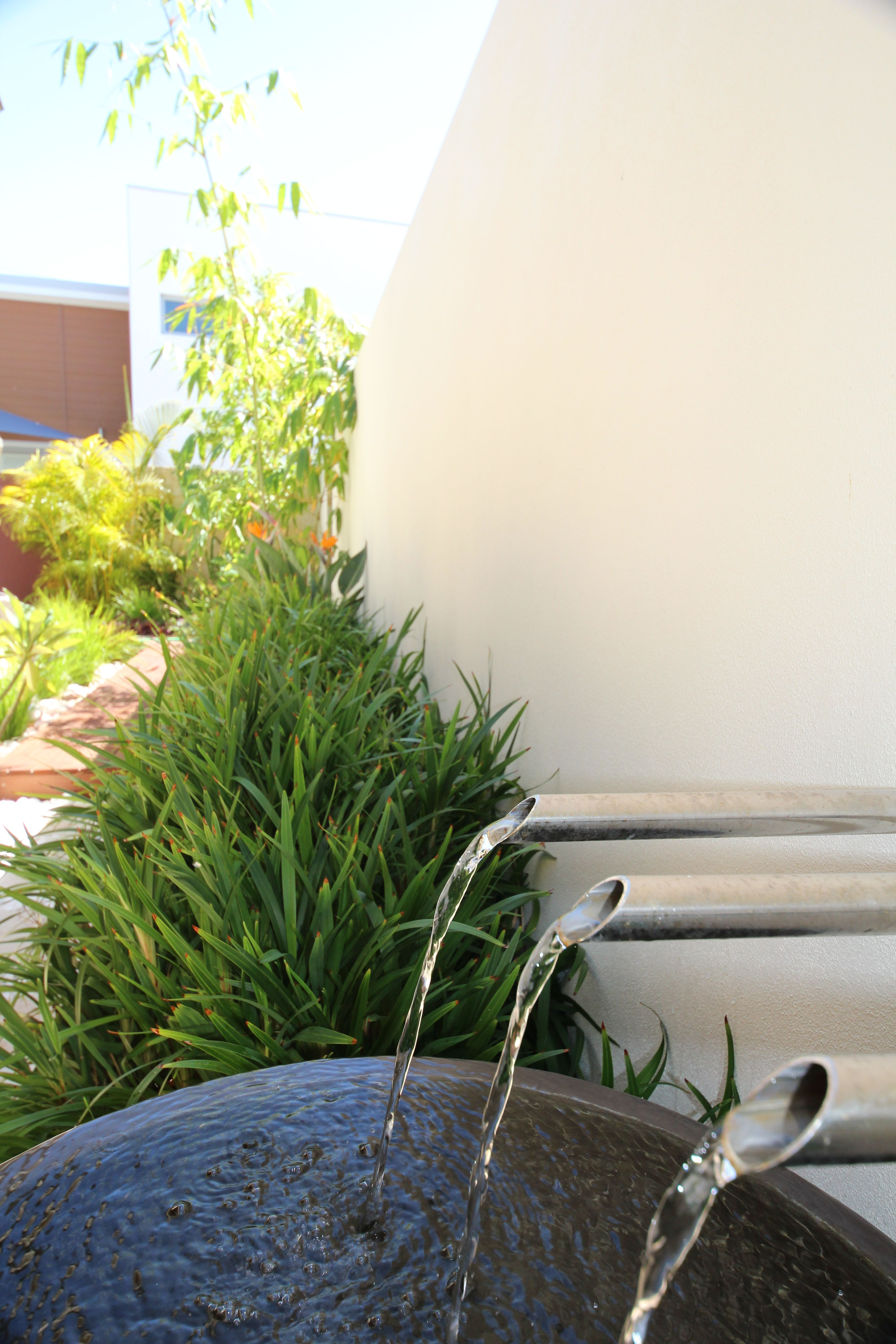 Waterfeature with stainless steel spouts