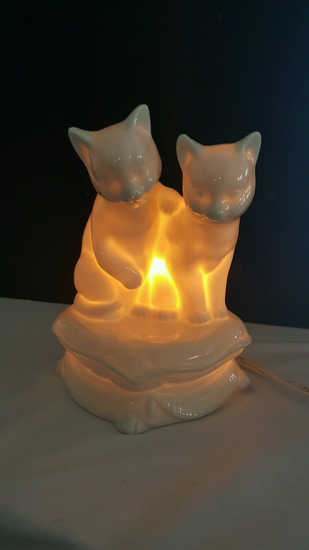 1592 VINTAGE PORCELAIN CATS WHITE NIGHT LAMP