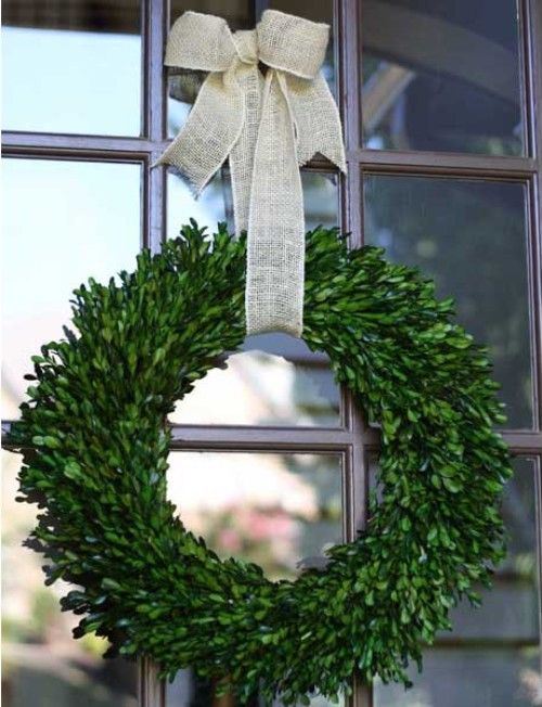 Watch The Video And Tutorial To Transform Boxwood Sprigs Into A Gorgeous Outdoor Wreath Wreath Diy Tutorial