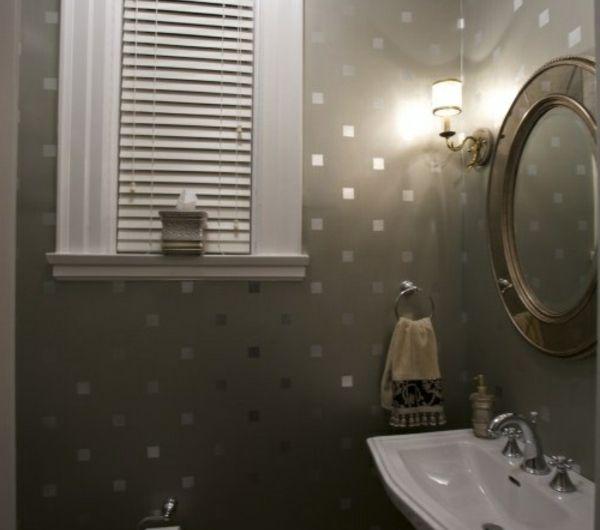 Attraktiv Spiegel An Der Wand Wandgestaltung Mit Kleinen Silbernen Quadraten