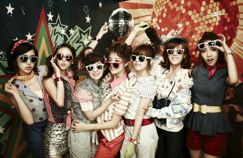 Hyomin,  Jiyeon, Eunjung, Soyeon, Boram, Qri and Hwayoung. #RolyPoly #T-ara