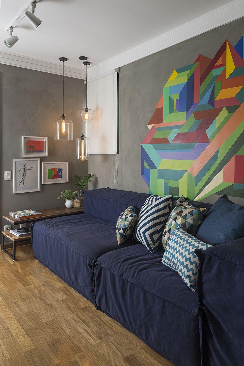 Sala de tv para a garotada ambiente mais despojado com grafite colorido na parede