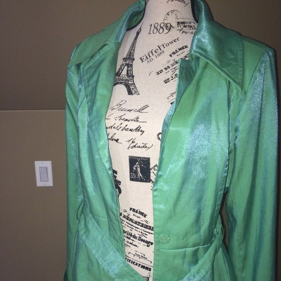 Subtle chic belted jacket Elizabeth Hasselbeck beautiful green shade jacket. Spring flair with a pretty floral lining. Fits M-L Jackets & Coats Blazers